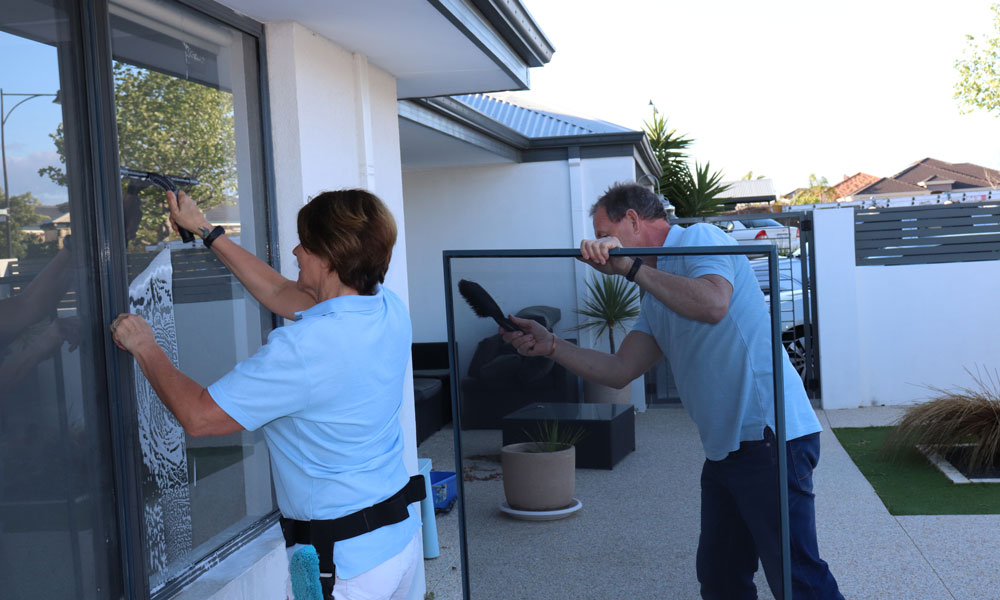 Joondalup window cleaners cleaning windows
